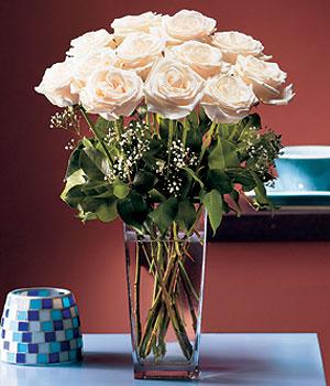 Ankara hediye sevgilime hediye çiçek  Cam yada mika vazo içerisinde 12 gül