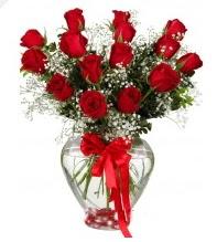 11 adet kırmızı gül cam kalpte  Ankara online çiçek gönderme sipariş