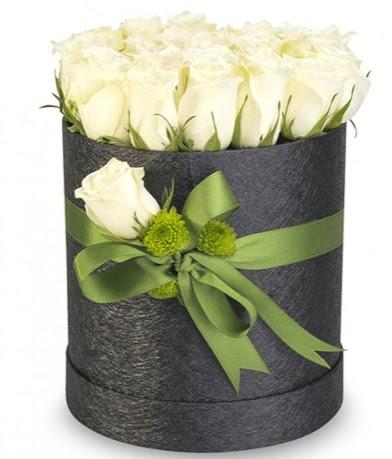 27 adet beyaz gülden görsel kutu çiçeği  Ankara çiçekçiler