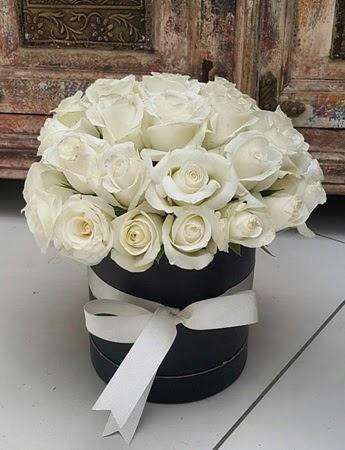 33 adet beyaz gülden görsel kutu tanzimi  Ankara internetten çiçek siparişi