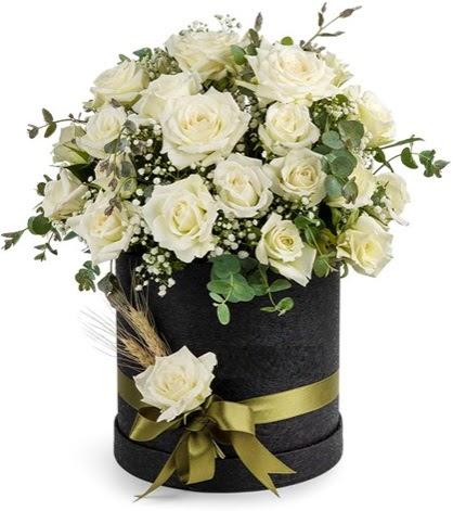 Kutu içerisinde 33 adet beyaz gül tanzimi  Ankara çiçek mağazası , çiçekçi adresleri