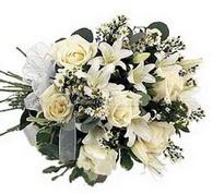 Beyaz kazablanka ve güller