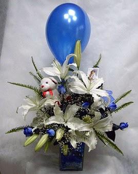Ankara çiçekçi mağazası  Mavi güller cam vazo oyuncak
