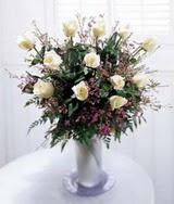 Ankara çiçek satışı  11 adet beyaz gül mika yada cam vazo çiçek modeli