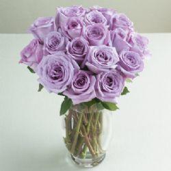 Ankara çiçekçiler  cam yada mika vazoda 12 adet renkli güller