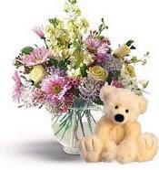 Ankara cicek , cicekci  cam yada mika vazoda çiçekler ve oyuncak