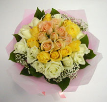 sari ve beyaz gül karisimda   Ankara çiçek , çiçekçi , çiçekçilik