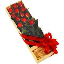 kutuda 12 adet kirmizi gül   Ankara çiçek yolla