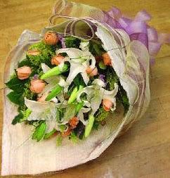 Ankara internetten çiçek satışı  11 ADET GÜL VE 1 ADET KAZABLANKA