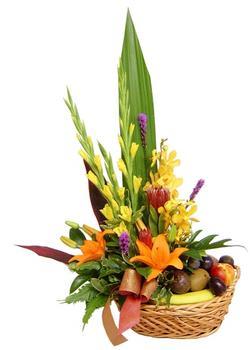 Ankara internetten çiçek satışı  SEPET IÇERISINDE MEVSIM ÇIÇEK VE MEYVALARI