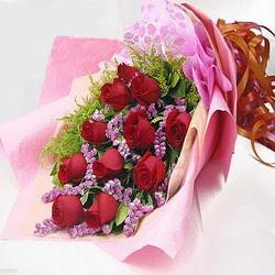 11 adet kirmizi gül ve kir çiçekleri  Ankara internetten çiçek satışı