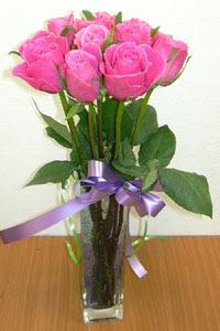 cam vazo içerisinde 11 adet gül  Ankara internetten çiçek satışı