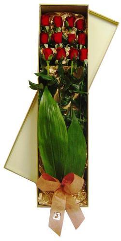 Ankara çiçekçi mağazası  görsel bir kutu içerisinde 12 adet kalite gül