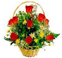 Ankara çiçekçi mağazası  sepet içerisinde 11 adet gül ve kir çiçekleri