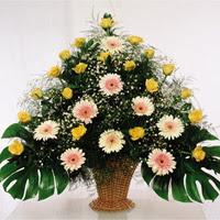 Ankara çiçek siparişi sitesi  17 adet sari gül 9 adet gerbera sepette