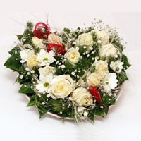 Ankara çiçek mağazası , çiçekçi adresleri  ince cam içerisinde 13 adet beyaz gül ve kir çiçek