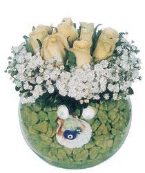 Ankara çiçekçiler  9 adet beyaz gül cam yada mika içerisinde