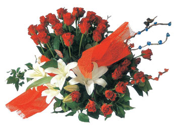 Ankara ucuz çiçek gönder  17 adet gül ve kazablanka çiçegi aranjmani