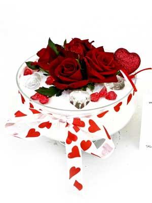 Ankara internetten çiçek siparişi  7 adet gül cam içinde ve süslemeler sik bir çiçek