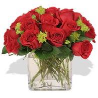 Ankara çiçekçi telefonları  10 adet kirmizi gül ve cam yada mika vazo
