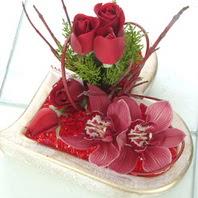 Ankara çiçekçiler  2 kandil orkide 3 adet kirmizi gül mika kalp