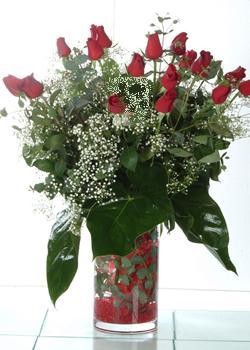 Ankara güvenli kaliteli hızlı çiçek  11 adet kirmizi gül ve cam yada mika vazo tanzim