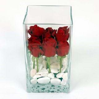 Ankara çiçekçiler  7 adet kirmizi gül cam yada mika vazo içinde