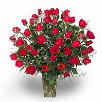 Ankara çiçekçi telefonları  11 adet kirmizi gül cam yada mika vazoda sevenlere özel vazo