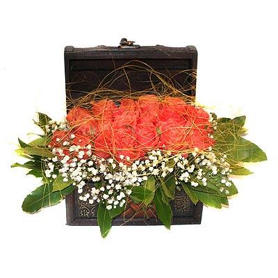 Ankara internetten çiçek siparişi  13 adet sepet içerisinde gül