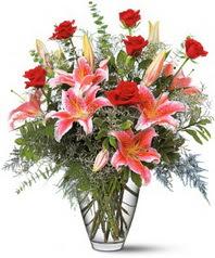 Ankara 14 şubat sevgililer günü çiçek  7 adet kirmizi gül 3 adet kazablanka