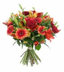 Ankara çiçek gönderme  3 adet kirmizi gül ve karisik kir çiçekleri demeti