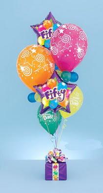 Ankara çiçek yolla  15 adet uçan balon ve küçük kutuda çikolata