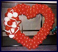 Kirmizi kalp biçiminde balon tanzimi  Ankara çiçek gönderme