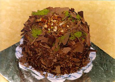 Çikolatali 4 ila 6 kisilik yas pasta  Ankara çiçek gönderme sitemiz güvenlidir