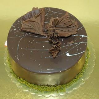 pastaci ustamizdan 4 ile 6 kisilik fistikli çikolatali yaspasta  Ankara çiçek servisi , çiçekçi adresleri