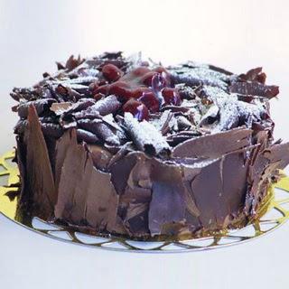 pasta yolla 4 ile 6 kisilik visneli çikolatali yas pasta  Ankara çiçek siparişi sitesi