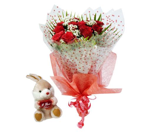 10 adet kirmizi gül buketi ve hediye oyuncak  Ankara çiçek mağazası , çiçekçi adresleri