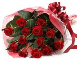 Ankara anneler günü çiçek yolla  10 adet kipkirmizi güllerden buket tanzimi