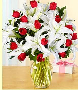 Ankara çiçek siparişi sitesi  3 kazablanka 10 kırmızı gül vazosu