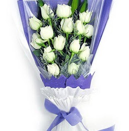 Ankara çiçekçi mağazası  11 adet beyaz gül buket modeli