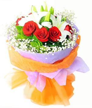 Ankara çiçek gönderme sitemiz güvenlidir  1 dal kazablanka 7 adet kırmızı gül buketi