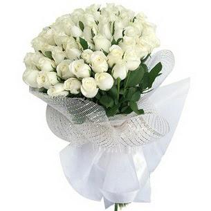 Ankara kaliteli taze ve ucuz çiçekler  51 adet beyaz gülden buket tanzimi