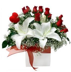 Ankara çiçekçi mağazası  1 dal kazablanka 11 adet kırmızı gül vazosu