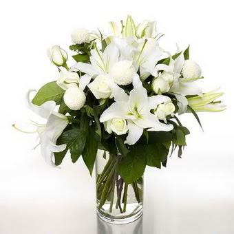 Ankara çiçek gönderme sitemiz güvenlidir  1 dal cazablanca 7 adet beyaz gül vazosu
