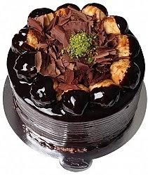 4 ile 6 kişilik Profiterollü Yaş pasta