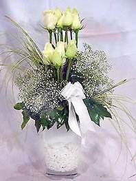 Ankara online çiçek gönderme sipariş  9 adet vazoda beyaz gül - sevdiklerinize çiçek seçimi