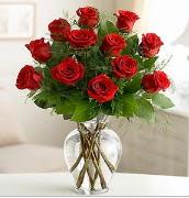 Vazo içerisinde 12 kırmızı gül  Ankara çiçek satışı