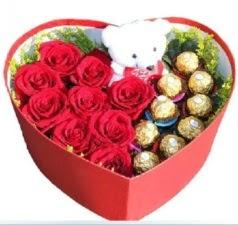 Kalp içerisinde 8 gül 9 çikolata ve ayıcık  Ankara internetten çiçek siparişi