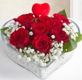 Kalp içerisinde 7 kırmızı gül kalp çubuk  Ankara çiçek gönderme sitemiz güvenlidir