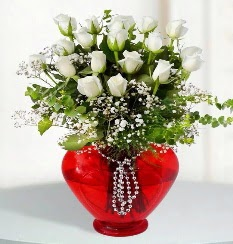 cam kalp içerisinde 12 adet beyaz gül  Ankara online çiçek gönderme sipariş